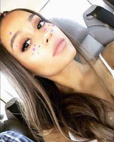 "2.4 m mentions J'aime, 52.2 k commentaires - Ariana Grande (@arianagrande) sur Instagram : ""to resurrect moonlightbae or not to resurrect moonlightbae that is the question"""
