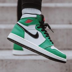 Air Jordan 1 High OG « Lucky Green » Credit : Snipes — #nike #jordan #sneakerhead #sneakersaddict #sneakers #kicks #footwear #shoes #fashion #style Green Jordans, Air Jordans, Latest Sneakers, Sneakers Nike, Jordan 1 High Og, Flat Boots, Nike Air Force, Instagram, Heels
