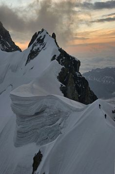 The Rochefort Arete (by Ruahine Tramper)  An avalanche waiting to pounce...