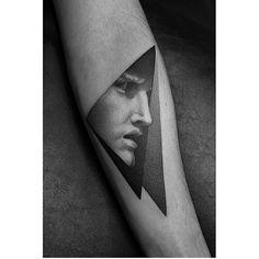 #Tattoo by @dotyk.tattoo ___ www.EQUILΔTTERΔ.com ___ #Equilattera