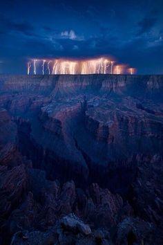 Lightening storm, Grand Canyon #grandcanyon #lasvegas Confira aqui pelos melhores preços: http://www.weplann.com.br/las-vegas/grand-canyon