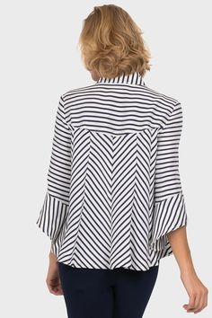 Joseph Ribkoff Navy/Off-White Jacket Style 191917 Blouse Styles, Blouse Designs, Off White Jacket, Looks Chic, Shirt Refashion, Fashion Now, Casual Tops For Women, Blouse And Skirt, Jacket Style