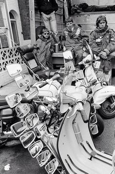Love this pic of Mod's and their scooter's. Moto Scooter, Lambretta Scooter, Scooter Girl, Vespa Scooters, Glenn Miller, Louis Armstrong, Skinhead Reggae, Classic Vespa, Rude Boy