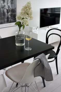 homevialaura | white wine | Iittala Essence | white flower | TON Chair 14 | Eames DSR