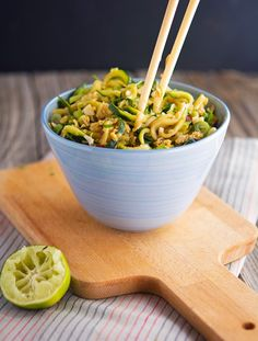 Easy Pad Thai Zoodles (zucchini, fish sauce, bean sprouts and on-hand ingredients) Zoodle Recipes, Spiralizer Recipes, Asian Recipes, Real Food Recipes, Vegetarian Recipes, Cooking Recipes, Healthy Recipes, Thai Recipes, Delicious Recipes