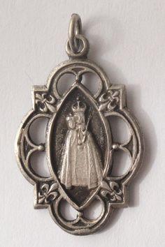 Onze Lieve Vrouwe van Rumengol Vintage religieuze medaille hanger ketting op 18 sterling zilver-rolo ketting, beschikt over een sterke kreeft-klauw gesp. Bedevaart naar de Notre Dame van Lourdes. Meet 15/16 zonder de baal. Verzilverd.