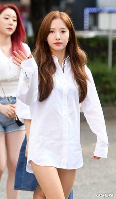 [사진]우주소녀 보나,'눈부신 아름다움' Cute Asian Girls, Beautiful Asian Girls, Singer Fashion, Space Girl, Cosmic Girls, White Outfits, Beautiful Actresses, Kpop Girls, Asian Beauty