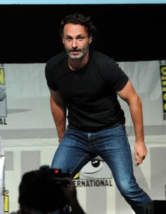 """Comic-Con 2013: The Walking Dead Panel Actor Andrew Lincoln speaks onstage at AMC's """"The Walking Dead"""" panel during Comic-Con International 2013 at San Diego Convention Center on July 19, 2013 in San Diego, California. (Photo by Kevin Winter/Getty Images)"""
