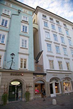 The smallest house in Salzburg is located in the Alter Market section of Salzburg