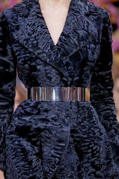 Christian Dior Details HC A'12 abrigo piel con cinturon dorado