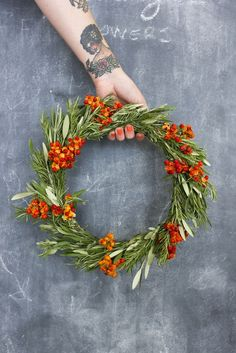 Easy DIY wreath | Decorate your home and garden with the West's winter colors and beautiful natural materials