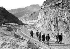 Du Toitskloof Road Under Construction Mountain Pass, Historical Pictures, Afrikaans, Under Construction, Cape Town, Hats For Men, Old Photos, South Africa, Documentaries