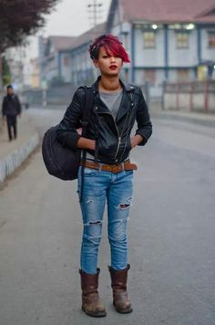 18 Beautiful Pictures Of Street Style In North East India Street Style India, Modern Street Style, Street Styles, Student Fashion, Girl Fashion, Casual Trends, Winter Dress Outfits, Modern Fashion, Fashion Trends