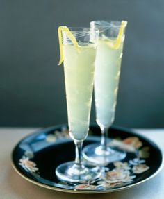 Limoncello Sparkle Cocktail with Cointreau & Champagne
