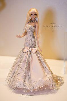 Barbie for big girls. Barbie Wedding Dress, Barbie Gowns, Barbie I, Barbie Dress, Barbie Fashionista, Diy Barbie Clothes, Doll Clothes, Fashion Royalty Dolls, Fashion Dolls