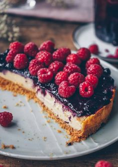 This cheesecake with blueberry compote is so creamy and the perfect sunday and birthday cake. It´s an easy and delicious cake. Healthy Desserts, Dessert Recipes, Breakfast Recipes, Blueberry Cookies, Blueberry Compote, Dairy Free Yogurt, Different Fruits, Big Cakes, Sweet Pie