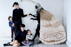 Uniqlo X Jun Takahashi Vogue Japan Advertorial; September Susannah Liguori by Tim Walker Uniqlo, Vogue Japan, Halloween Kostüm, Halloween Costumes, Cosplay, Tim Walker Photography, Jun Takahashi, Miss Moss, Mothman