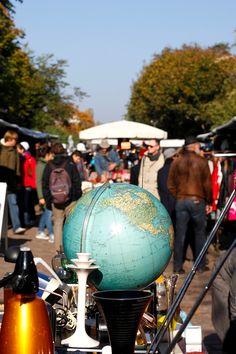 Auf dem Flohmarkt im Mauerpark