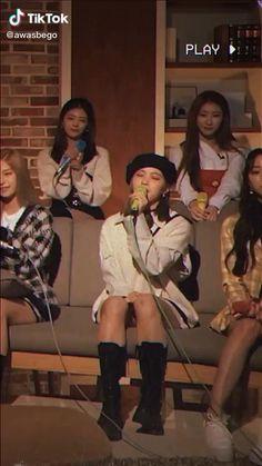 Hip Hop Dance Videos, Dance Music Videos, Dance Choreography Videos, Kpop Girl Groups, Kpop Girls, Pink Queen Wallpaper, Suga Abs, Korean Drama Songs, Mamamoo Kpop