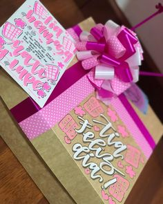 Valentine Gifts For Girlfriend, Valentines, Weird Gifts, Birthday Box, Diy Box, Small Gifts, Diy Gifts, Hand Lettering, Cardmaking