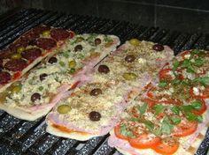 Si querés elaborar pizzas a la parrilla y asegurarte un éxito culinario, tené en cuenta estos secretos en la preparación de la receta y algunos consejos en cuanto a la cocción. Verano es una época ideal para usar el asador, y no sólo con el...
