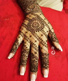 #Love this unique #henna design from our newest partner, the lovely Hiral at @hiralhenna. Contact her for your exclusive #bridal consultation today at Hiral@HiralHenna.com or 734-417-0202 #mehndi #wedding #indianwedding you can find her on snapchat,...