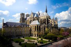 Visiter Reims: TOP 15 à Faire et à Voir | Où dormir? | Voyage France Road Trip Europe, Thing 1, Palazzo, First World, Austria, Belgium, Germany, Mansions, House Styles