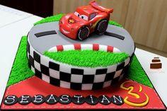 Gâteau autoroute Flash McQueen pour les anniversaires d'enfant fan Cars