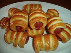 Λουκανικοπιτάκια -τυροπιτάκια με πανεύκολη ζύμη !