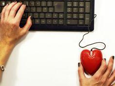 Si estás buscando pareja con la ayuda de las aplicaciones virtuales o las redes sociales, escucha qué errores debes evitar.