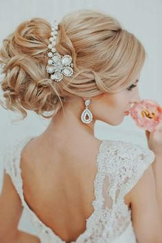 Hairstyles brides 2015 characterized by smooth Hairstyles brides of the most important steps that are always looking for girls, to gain access to the latest fashion hairstyles are easy and distinctive and make it more distinctive and made from debut distinct views, http://amazingfashionstyle.blogspot.com/2015/02/hairstyles-brides-2015-characterized-by.html