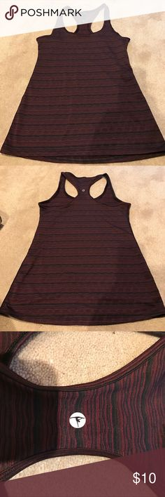 Workout top Worn twice. Great condition. Fits too big for me Tops Tank Tops