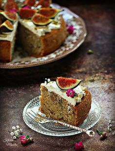 Fig honey Cake, Figs are in season right now!!  So, I  am excited to bake something sweet and to come up with a recipe with figs being the hero! It was a great use of figs :)