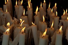 ✦ i always imagined there to be lots of runny candles not only in friar lawrence's church, but also in the crypt where romeo & juliet died. (even if tons of untamed fire would be a total hazard among a slew of dead bodies covered in flammable sheets lol) ✦
