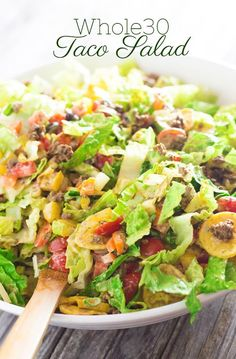 Taco Salad with Creamy Cilantro Dressing Taco-Salat mit cremigem Koriander-Dressing (ganz 30 / df / cf) 30 recipes Whole 30 Lunch, Whole 30 Diet, Paleo Whole 30, Whole 30 Recipes, Whole 30 Salads, Whole 30 Meals, Salads With Meat, Whole 30 Chili Recipe, Whole 30 Drinks