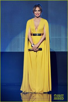 Jennifer Lopez Rocks So Many Different Looks at the AMAs 2015! | jennifer lopez amas 2015 8 outfits 03 - Photo