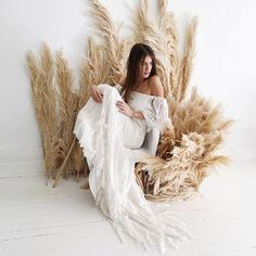 Some boho elegance with the 'Laurence' gown by @daughtersofsimone  For the lookbook of @bride.kc