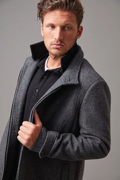 A Wild South favourite, if you need an elegantly styled yet practical men's coat, then look no further. This one has a multitude of features including a zip off ribbed collar, deep front welt pockets and a buttoned internal pocket. Cut in a wool blend It is fully lined with both button and zip closure cleverly concealed to give a streamlined look. Versatile to be worn to the office or teamed with a casual chino and layered over a cosy knit on cooler days.