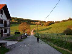 Salida del pueblo de Espinal (Navarra)