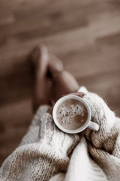 Rain And Coffee, I Love Coffee, Framing Photography, Coffee Photography, Tea And Books, Aesthetic Coffee, Special Images, Coffee Photos, Morning Inspiration