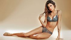 Elisabetta Canalis put her curves to work in one super sexy shoot for Italian lingerie label Lormar, not that we've come to expect anything less from George Clooney's former flame . George Clooney, Hottest Female Celebrities, Bra Lingerie, Lingerie Models, Star Wars, Designer Lingerie, Sexy Poses, Beautiful Lingerie, Manish