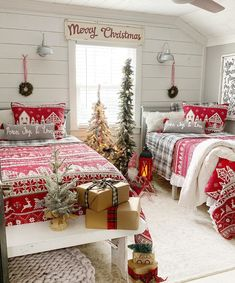 40 Simple And Cozy Christmas Bedroom Decorations Ideas - Septor Planet Farmhouse Christmas Decor, Cozy Christmas, Christmas Design, Country Christmas, Christmas Ideas, Xmas, Christmas Couple, Christmas Morning, Outdoor Christmas