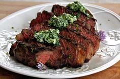 1 —Steakund BärlauchbutterDer Wald ist momentan voll von fein duftendem Bärlauch. Nutzen Sie die Saison, bereiten Sie feine Bärlauchbutter zu. Sie passt