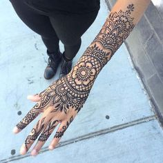 56 ideas tattoo designs simple henna for 2019 Henna Tattoo Hand, Henna Tattoos, Henna Arm, Arm Tattoo, Hand Tats, Finger Tattoos, Wrist Tattoos, Chest Tattoo, Henna Hand Designs