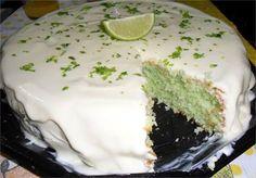 Já pensou em um bolo de limão com gelatina e iogurte? É magnífico!!! A gente te ensina aqui ó!! - Aprenda a preparar essa maravilhosa receita de Bolo de limão com gelatina e iogurte