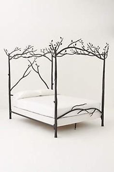 Look at this freaking fairy tale bed. Reminds me of The 10th Kingdom.
