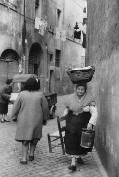 © Henri Cartier-Bresson/Magnum Photos. ITALY. Rome. 1959. Rome, yes, but could be Napoli 1959