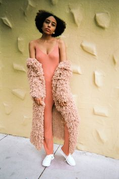 Rose colored midi cardigan By Ryan . Tokyo Street Style, Street Style Summer, Dressy Casual Summer, Knit Art, Afro Style, Romantic Outfit, Dance Fashion, Afro Hairstyles, Editorial Photography