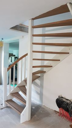 Small Space Staircase, Staircase Design, Cottage Stairs, Open Trap, Attic Bedroom Small, Loft Stairs, Stairs Architecture, Entry Hallway, Shed Homes