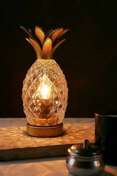 Make like the cool kids and channel tropical style this summer with these inviting emblems White Kitchen Decor, White Home Decor, Country Kitchen, Pineapple Kitchen, Pineapple Lamp, Tropical Kitchen, Orange Kitchen, Pineapple Design, Shabby